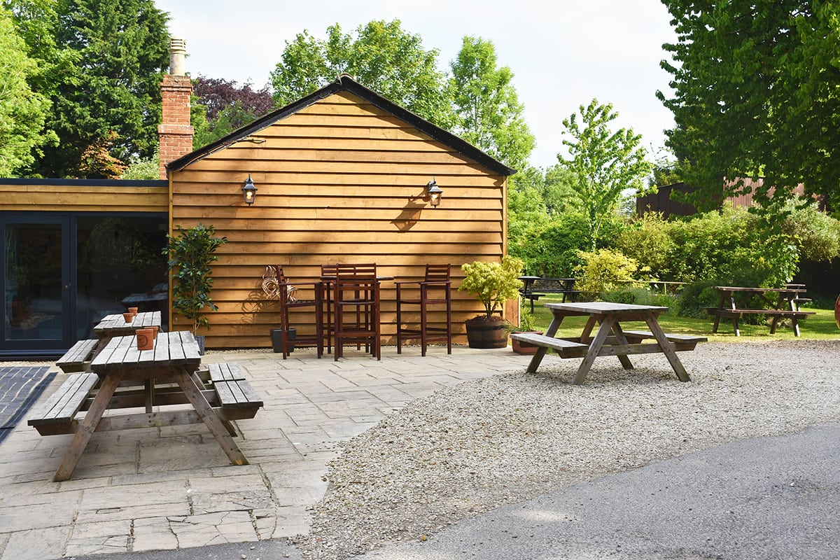 Lincoln Farm Park - Local Pub - The Black Horse