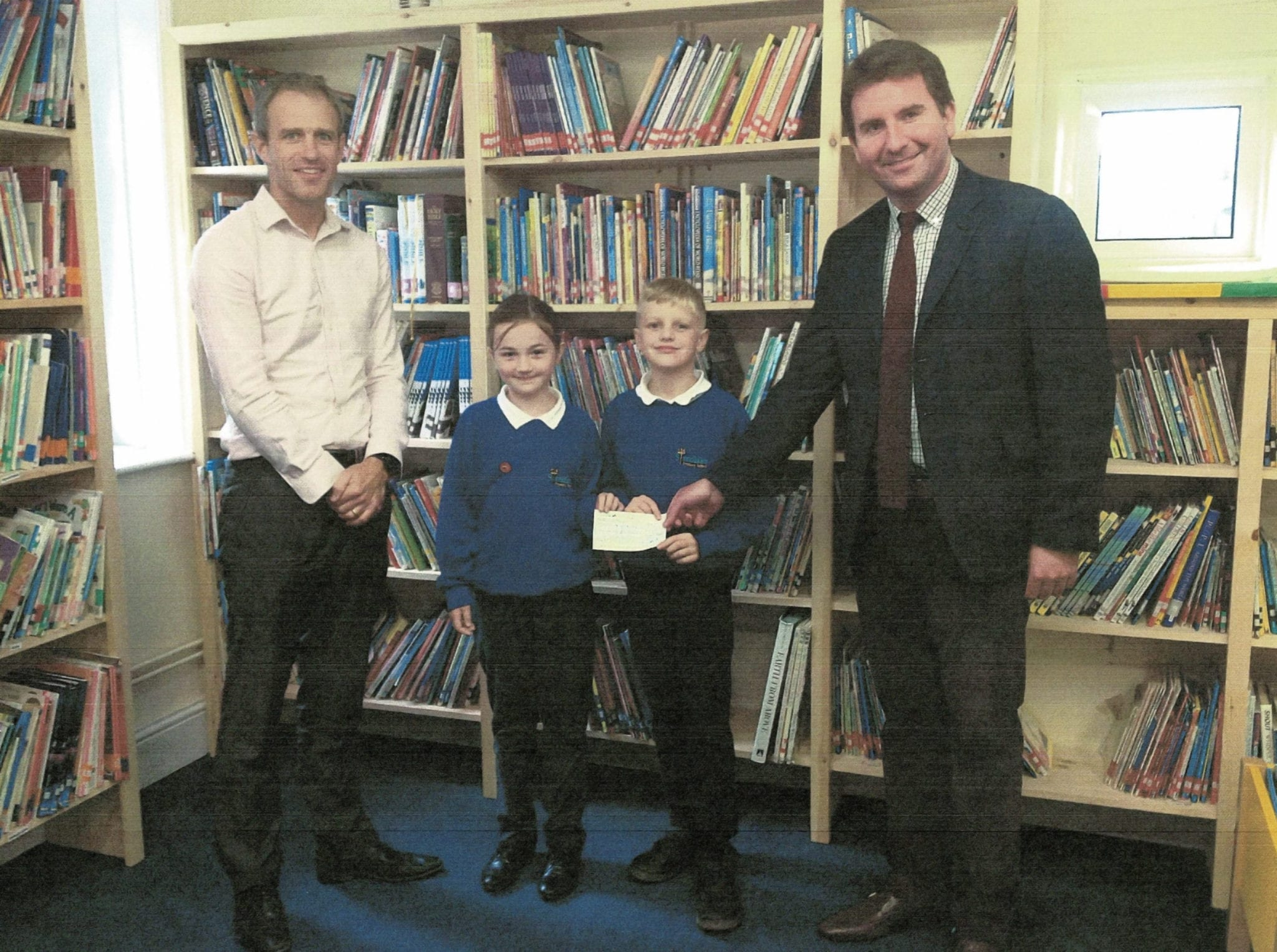 Lincoln Farm Park - Standlake Primary School receives a £2,500 donation from James Cooper